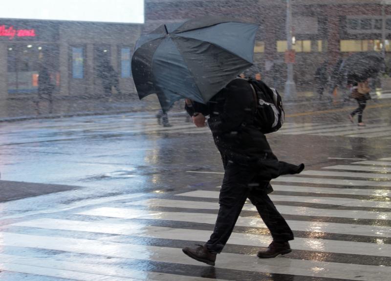 Штормовое предупреждение в столице России продлено доконца дня