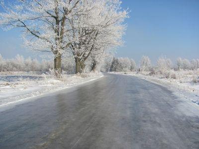 На дорогах Закарпаття зберігається ожеледиця і туман