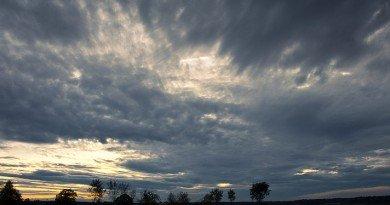 погода хмарно