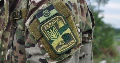 військових