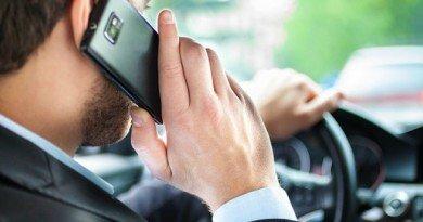 мобильный за рулем
