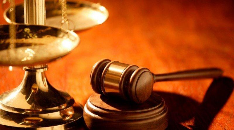 юристи