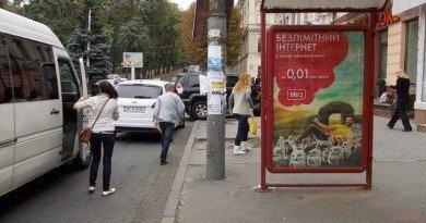 реклама на зупинках