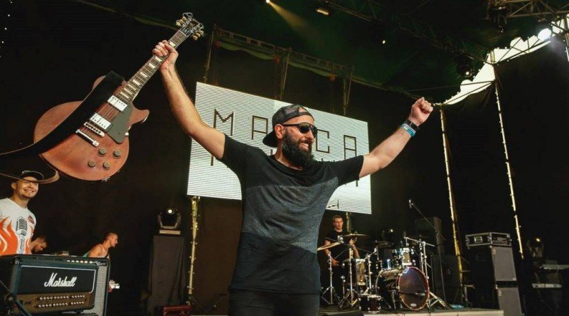 гитарист Масса причин