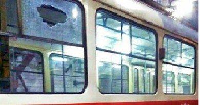 трамвай_вибите скло