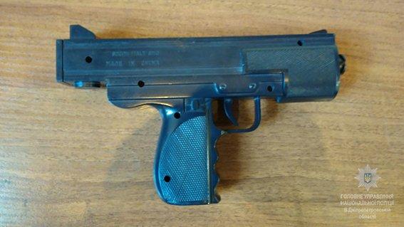 Дніпро пограбування_іграшковий пістолет