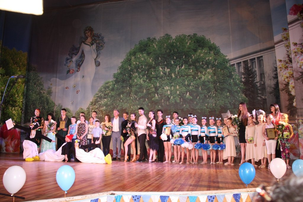 ПУ_Артур Мартовицкий с талантливыми детьми