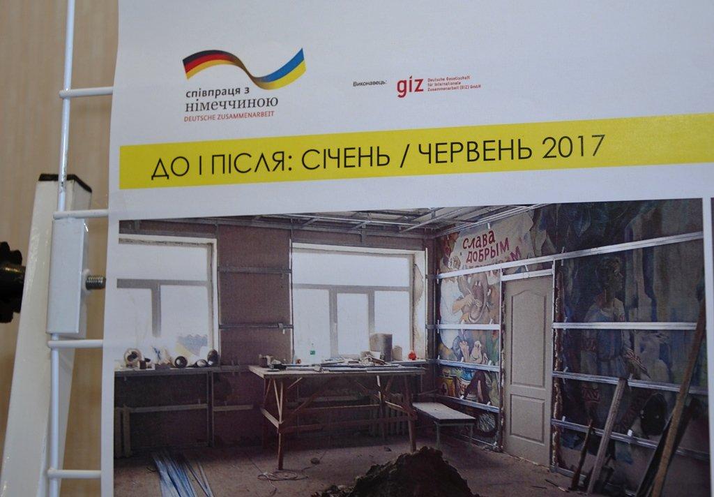 Стенд с фото как выглядило помещение ДО ремонта_2
