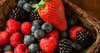 летние ягоды и фрукты