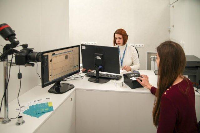 Биометрические паспорта выдают уже в 7 Центрах