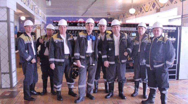 Гости ШУ Першотравенского перед спуском в шахту