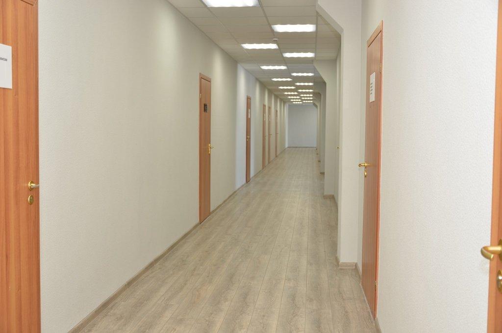 Отремонтированный коридор в административно-бытовом комплексе шахты Днепровская