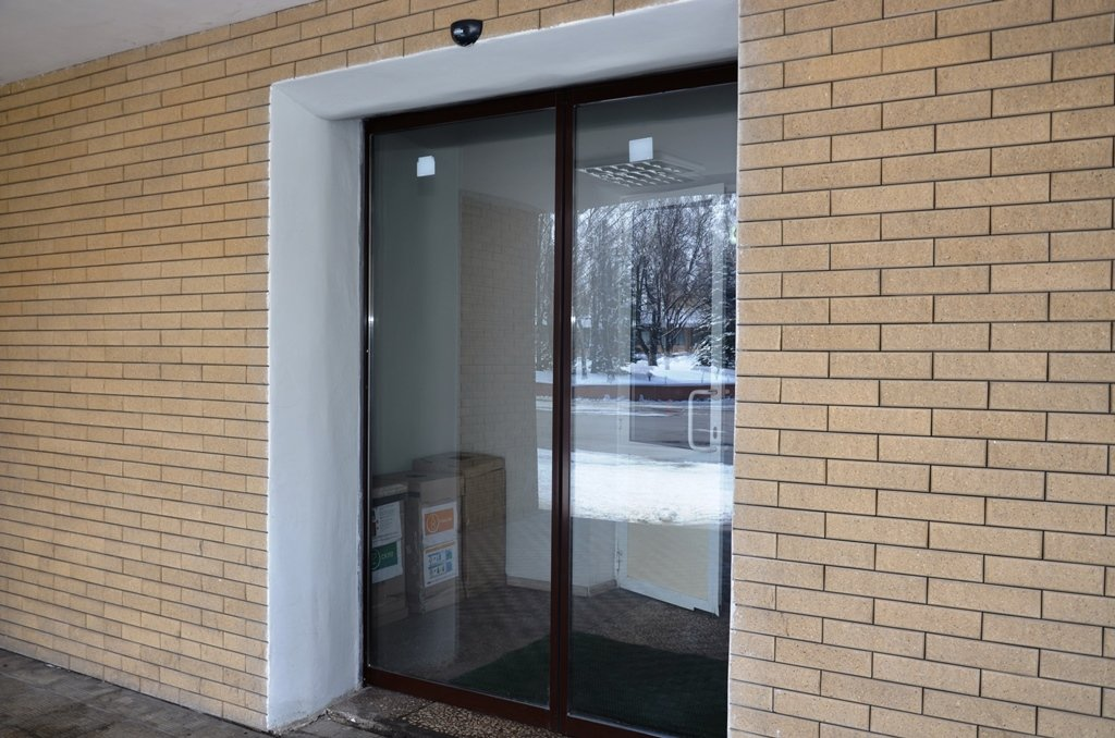 Установлены новые раздвижные двери_1