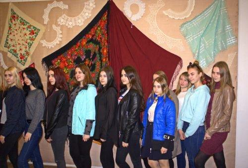 У Павлограді можна побачити вінтажний одяг та унікальні наперстки (Фото) —  Новости Днепра 2dfc08a5ff7b5