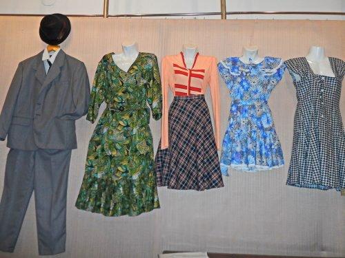 """Доповненням до стаціонарної виставки «Стиль Вінтаж — сучасна мода з  минулого» стало відкриття міні-виставка """"Аксесуари для шиття та рукоділля"""". 4187e15d63ff4"""
