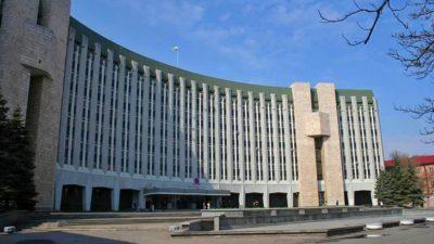 Дрескод та довічне утримання: за що голосували дніпровські депутати