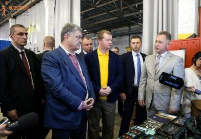 Макс Поляков и Петр Порошенко в исследовательском центре Firefly в Днепре
