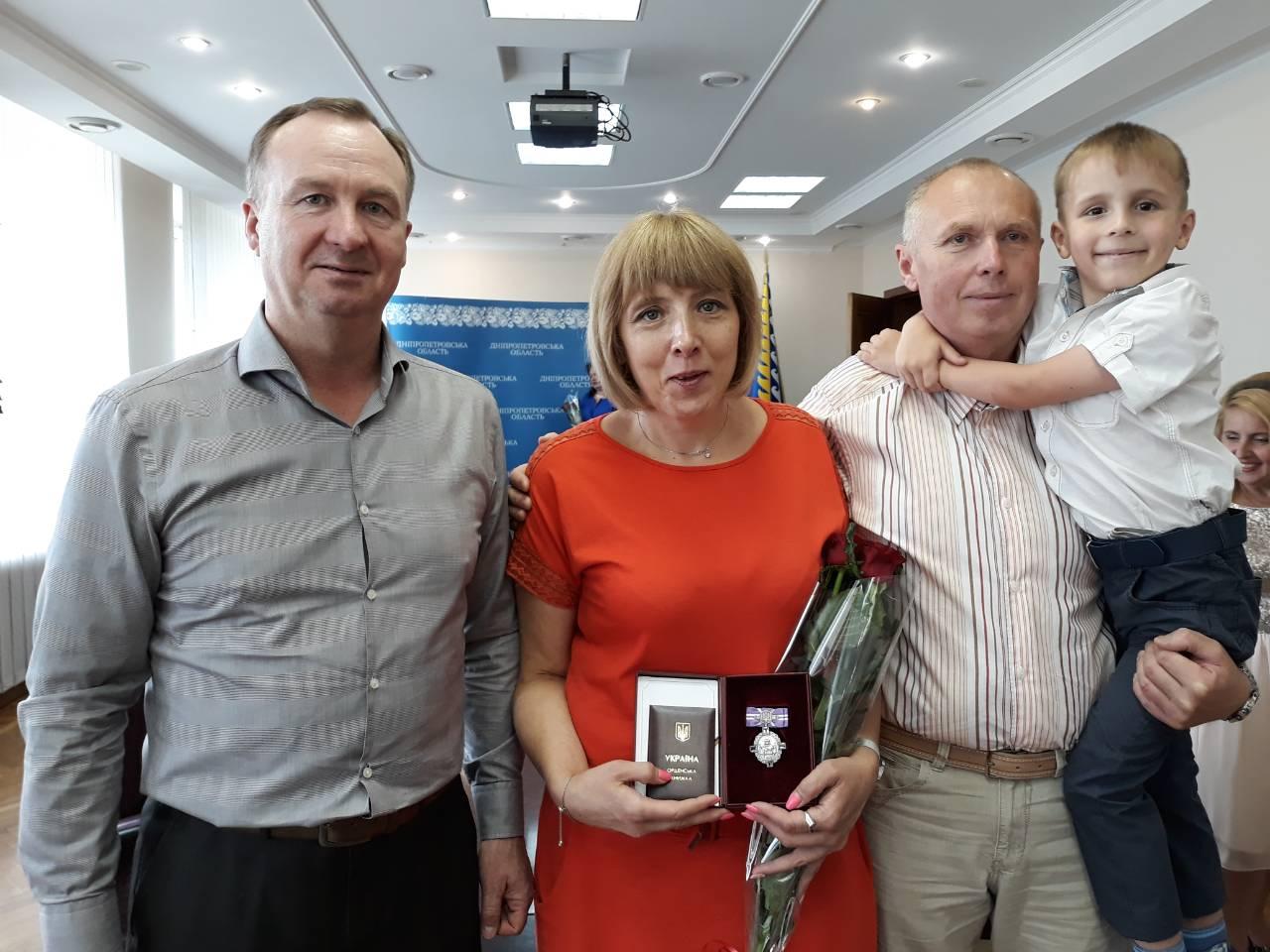 Четыре мамы из Днепра получили государственные награды 1