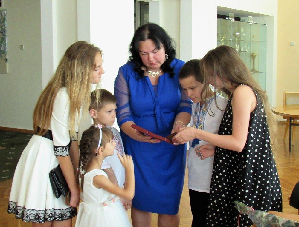 Четыре мамы из Днепра получили государственные награды 2