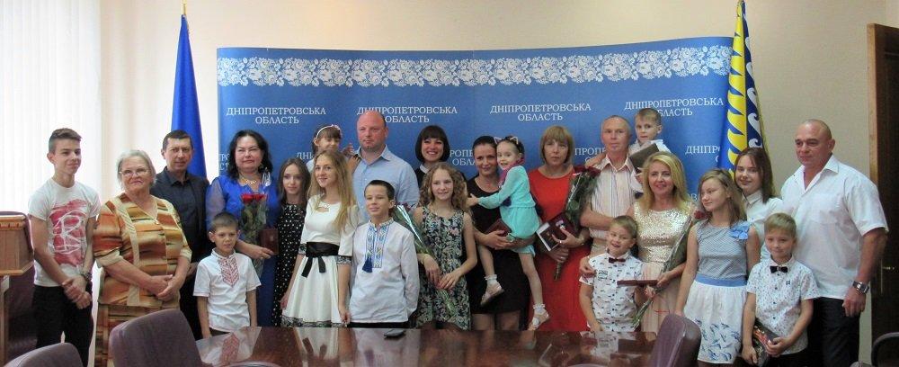 Четыре мамы из Днепра получили государственные награды
