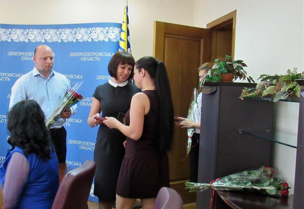 Четыре мамы из Днепра получили государственные награды 3