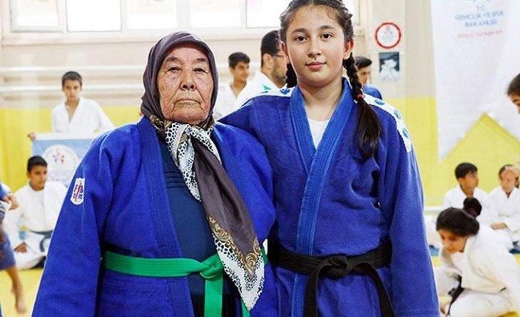 пенсионерка из Турции