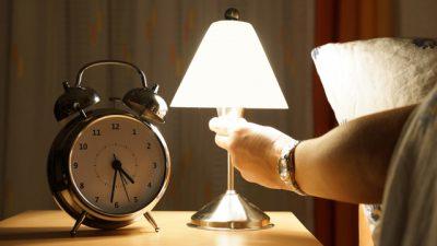спать с включенным светом