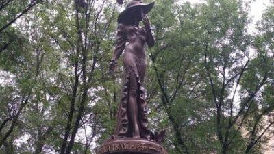 памятник Гурченко