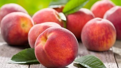 Чем полезны и вредны персики: интересные факты