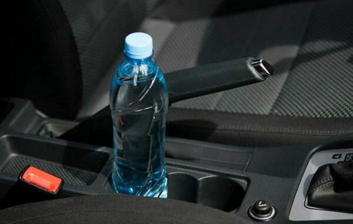 залишати воду в салоні авто