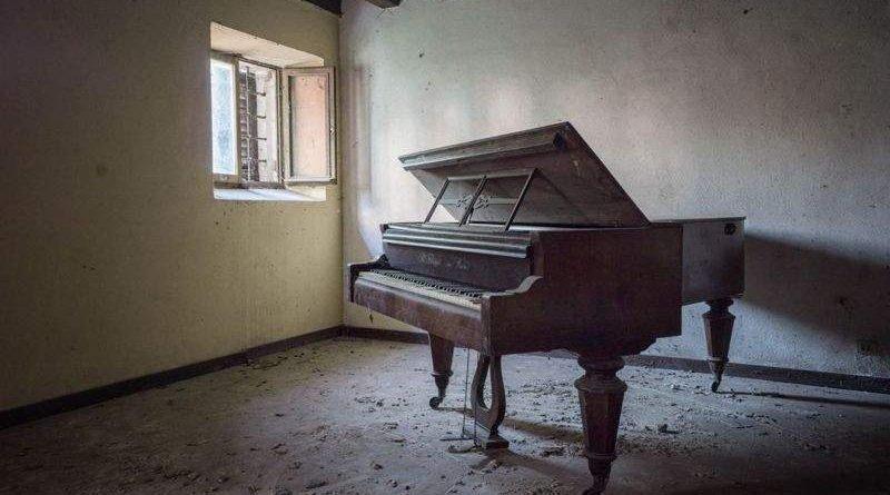 Занедбані фортепіано