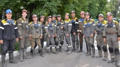 Звено Александра Чубая участок по добыче угля №3 перед спуском в шахту