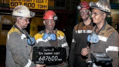 Горняки участка выдали символическую глыбу угля. Есть план года!