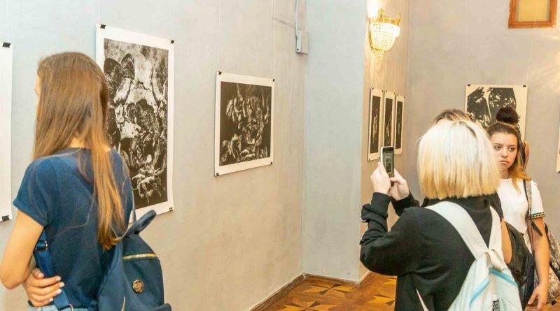 У Дніпрі відкрилася виставка графіки «Матерія уяви»