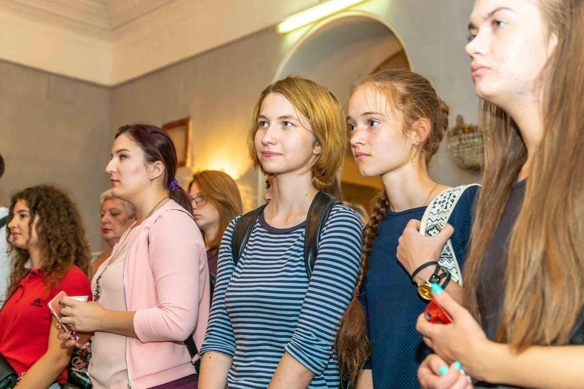 У Дніпрі відкрилася виставка графіки «Матерія уяви»3