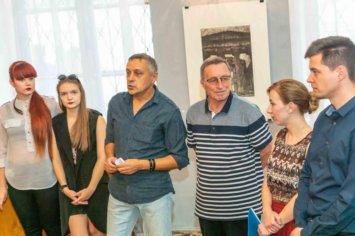 У Дніпрі відкрилася виставка графіки «Матерія уяви»4