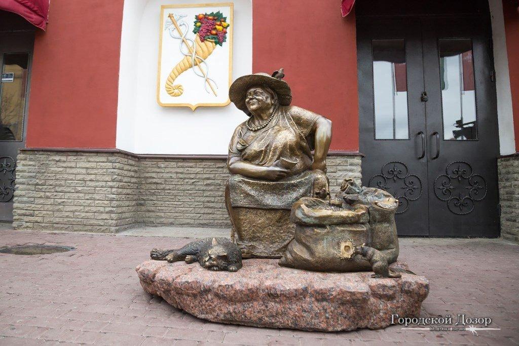 скульптура бабушки