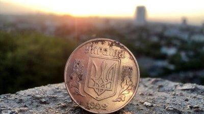 К новогодним праздникам НБУ выпустил памятную монету (Фото)