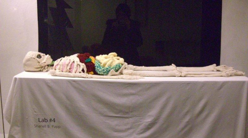 художниця зробила копію людського скелета
