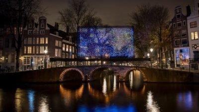 светодиодная инсталляция в Амстердаме
