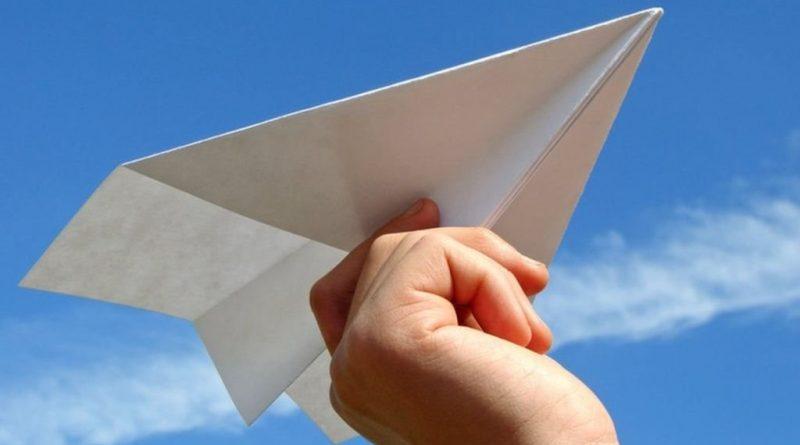 запуск бумажных самолетиков в Днепре