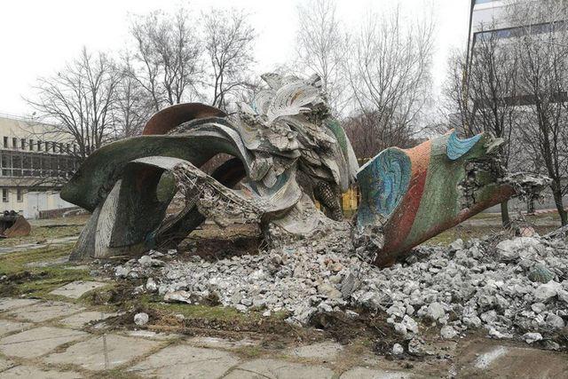скульптура Дніпрові хвилі