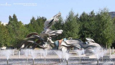 скульптура Дніпрові хвилі_Днепр