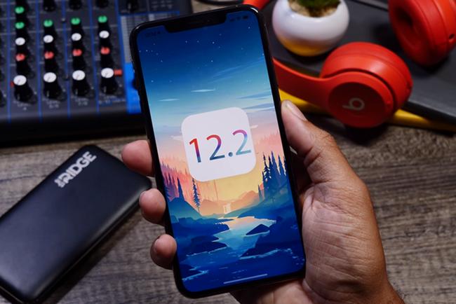 Прошивка iOS 12.2 улучшила батареи старых iPhone