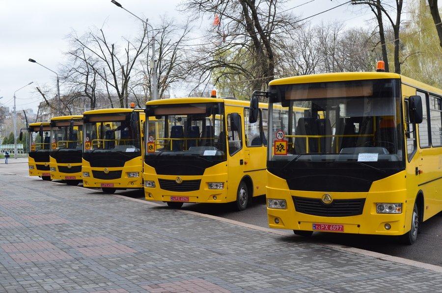 Саме цей новенький шкільний автобус вирушить сьогодні у Новопокровську ОТГ