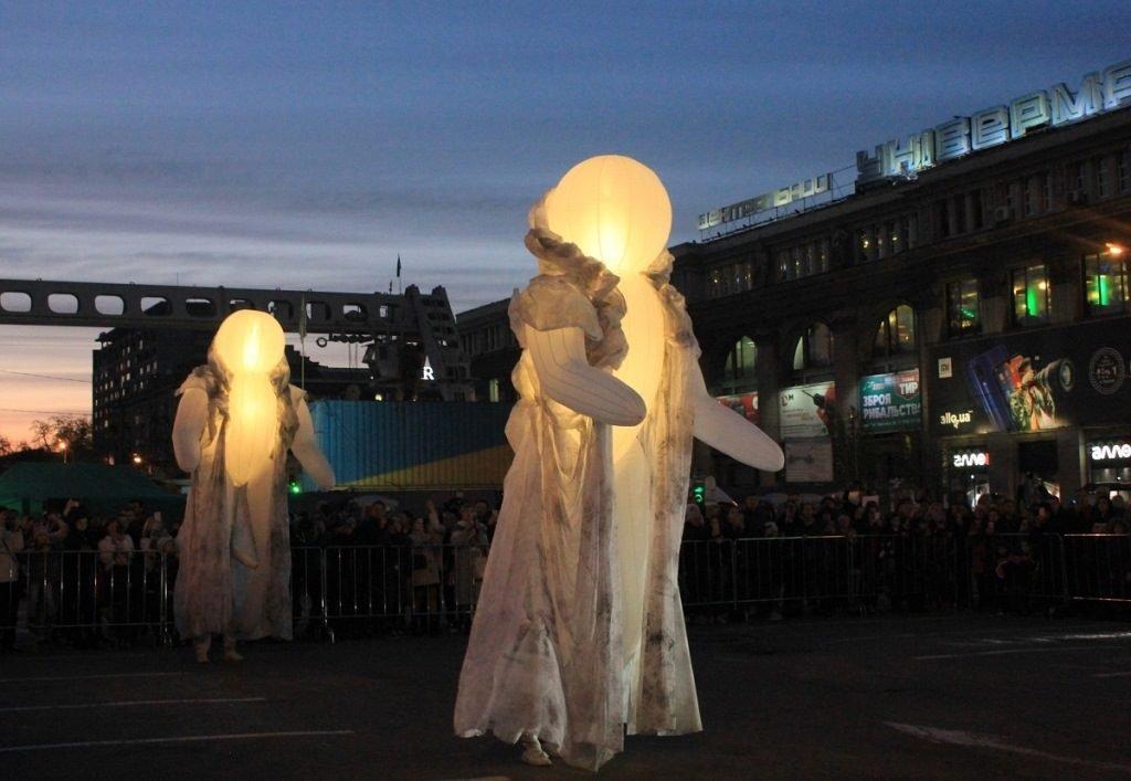 незвичайна вулична вистава_Дніпро