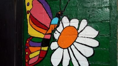 Жители Днепра продолжают необычно украшать свои подъезды (Фото)