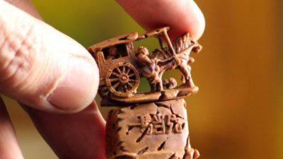 Китайский художник создает необычные работы из скорлупы орехов (фото)