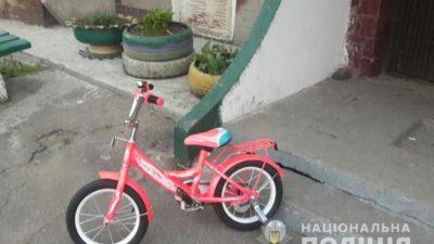 У Нікополі у 5-річної дівчини вкрали велосипед