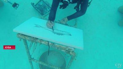 Кубинский художник пишет «подводные» картины